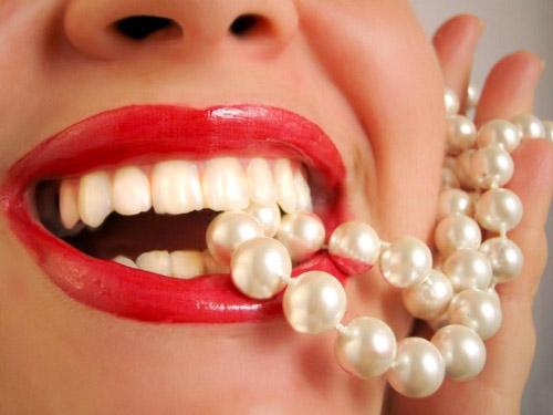 Bột tẩy trắng răng Eucryl không