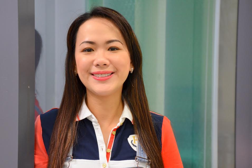 """Nữ Việt Kiều đẹp """"hút hồn"""" với hàm răng trắng sáng"""