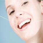 Vì sao không nên dùng tăm xỉa răng