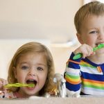 Nên bắt đầu cho trẻ đánh răng khi nào – Nghe ý kiến từ chuyên gia