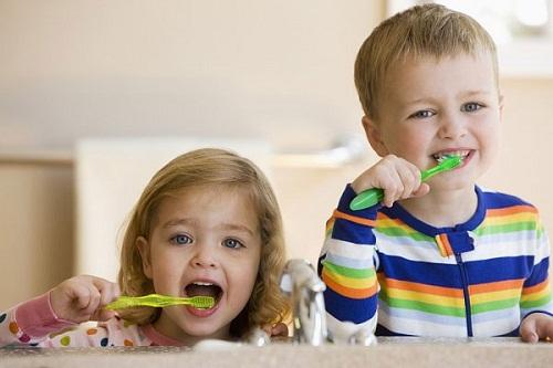 Hãy giúp bé ý thức với việc chải răng