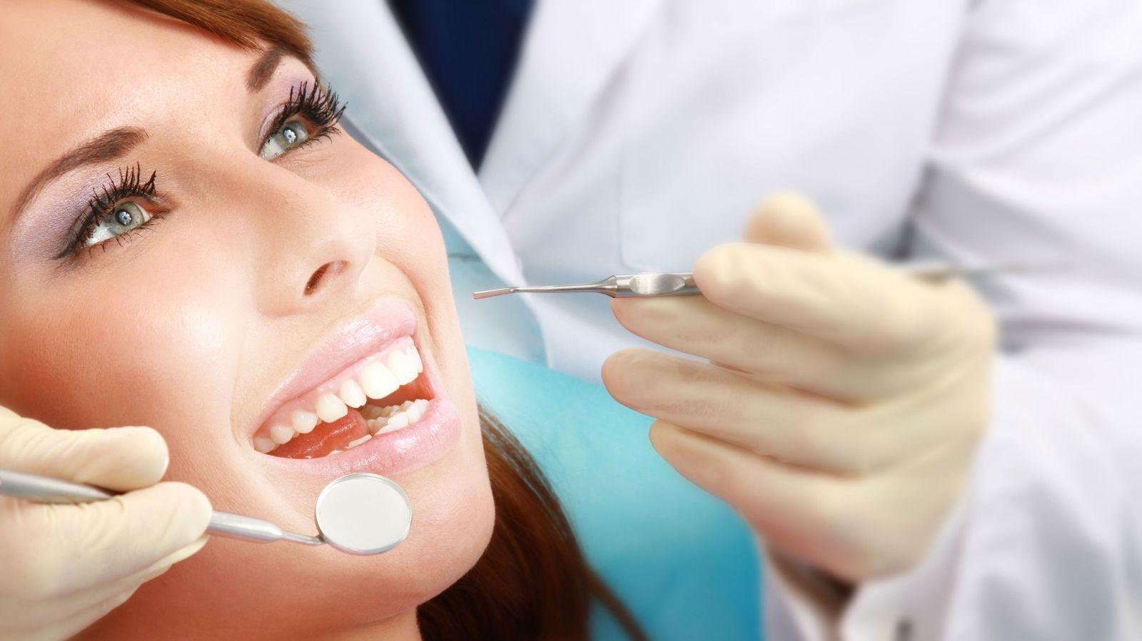 Lấy cao răng nên được mẹ bầu ưu tiên hàng đầu