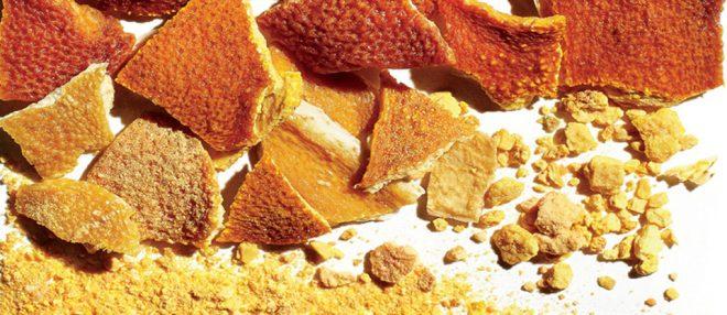 Tương tự như bột húng quế xay nhuyễn và phơi khô vỏ của quả cam bạn cũng sẽ thu được bột vỏ cam