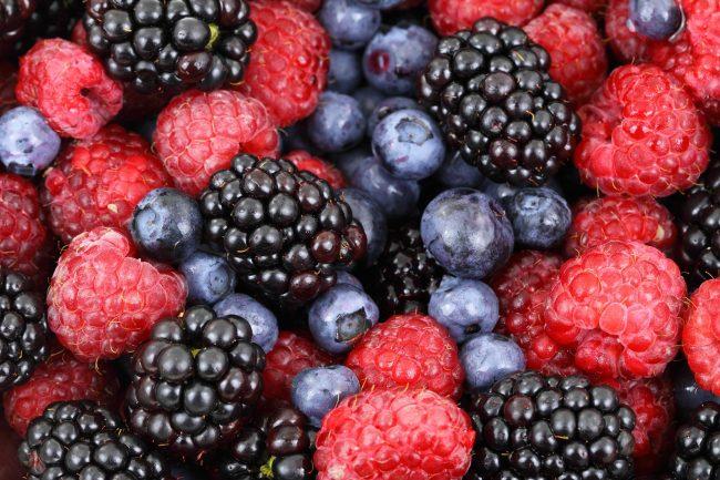Hãy uống nhiều nước sau khi ăn những loại quả có màu sắc sậm này để bảo vệ răng