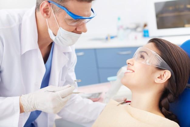 """Hãy """"ghé thăm"""" nha sỹ thực hiện tẩy trắng răng vào trước đám cưới ít nhất 1 tuần"""