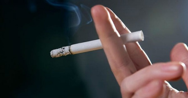 Hạn chế hút thuốc lá sau khi bọc răng sứ