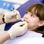 Trẻ bị sâu răng hàm phải làm sao? [ TƯ VẤN ]