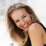 Có nên nhổ răng khôn khi răng mọc lệch má không?