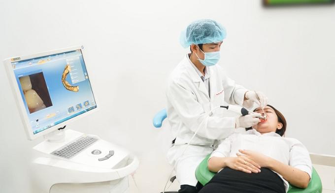 Hệ thống máy quyét hình ảnh răng, giúp bác sĩ chế tác mặt dán sứ veneer khít với răng thật của khách hàng