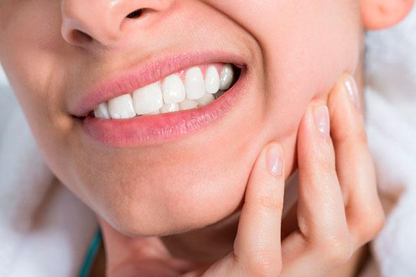 Nghiến răng gây đau cơ đầu, cơ miệng, cơ cổ