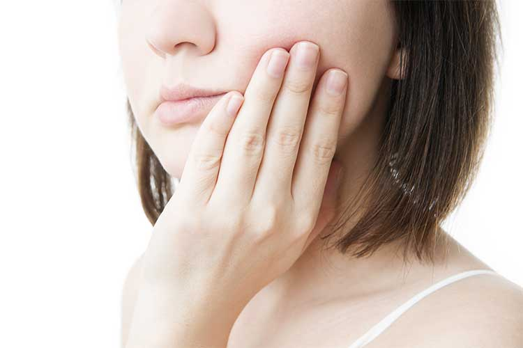 Việc mài răngsẽ khiến cảm giác ê buốt kéo dài hơn, gây đau nhức nghiêm trọng