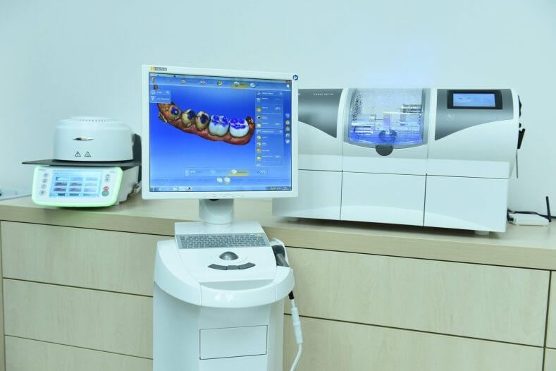 Hệ thống máy mô phỏng Cerec giúp chế tác răng sứ nhanh chóng và chính xác hơn