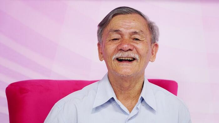 Cựu chiến binh 20 năm mất răng vui mừng đón hàm răng mới